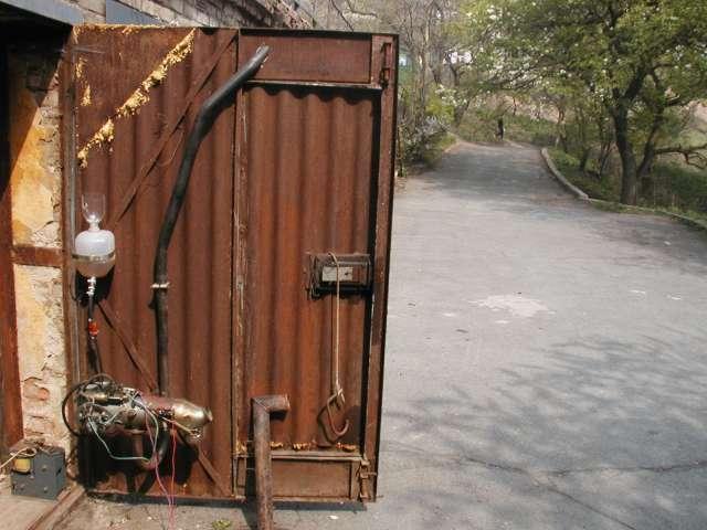 """Когда я приступал к монтажу  """"запорожского """" отопителя в гараже, меня тоже пугали проблемами с выхлопом."""