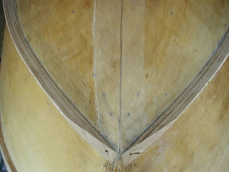 Скуловые брызгоотбойники, разрезанные вдоль для лучшей гибкости.